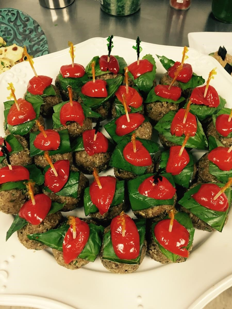 Holiday appetizer italian nut balls red green raw food recipe forumfinder Images